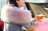 时髦的毛领派克大衣冬日里扮靓的必败单品