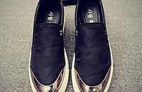 型男一脚蹬潮鞋,带来魅力街头潮感