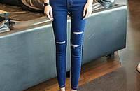 破洞牛仔裤,时尚人士必备