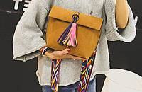 有點流蘇設計的包包,更有時尚感