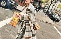 迷情格子大衣 打造高街复古感