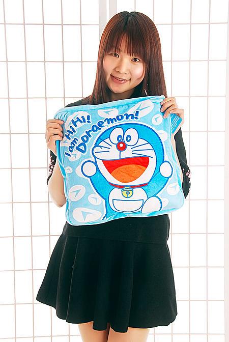 正版哆啦A梦机器猫毛绒玩具抱枕