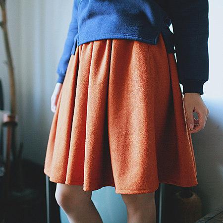 纯色毛呢百褶短裙