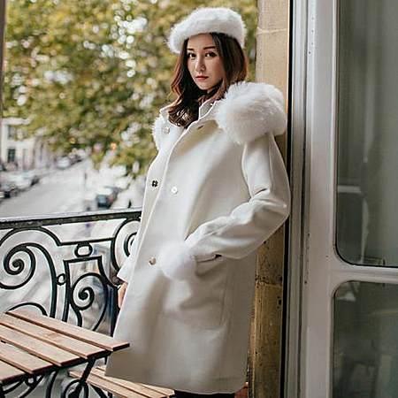 纯色大毛领带帽大衣