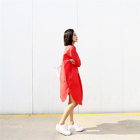 欧美风范简约大牌感后背大口袋宽松纯白红色衬衫