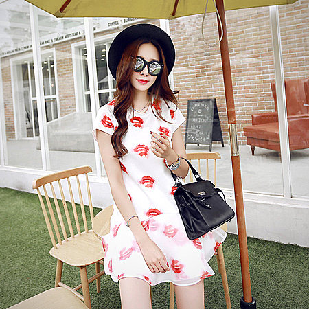 韩版烈焰红唇印花白底短袖鱼尾连衣裙