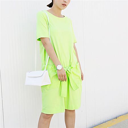 大口袋设计连衣裙