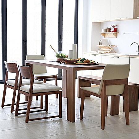 现代简约风格实木餐桌