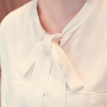 韩版 宽松显瘦 无领系带双口袋 米白色长袖衬衫