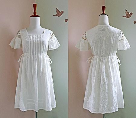 镂空露肩荷叶袖A型高腰刺绣娃娃白连衣裙