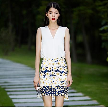 白色拼接V领无袖甜美夏季清爽佳人上衣