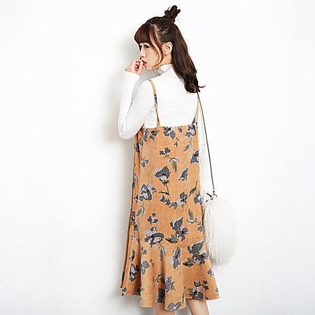 灯芯绒碎花吊带裙