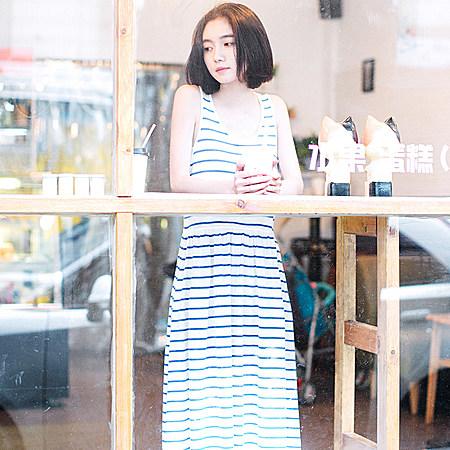 文艺经典横条纹背心裙