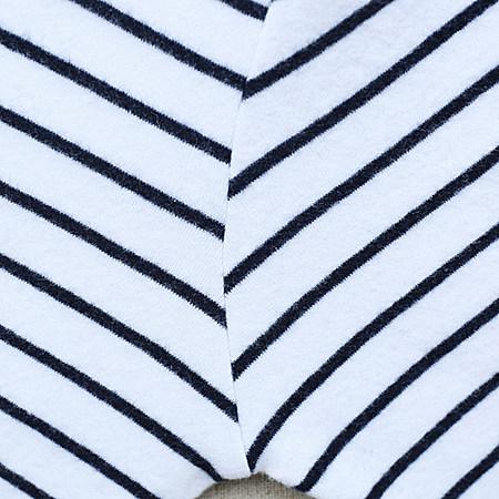 半高领条纹T恤