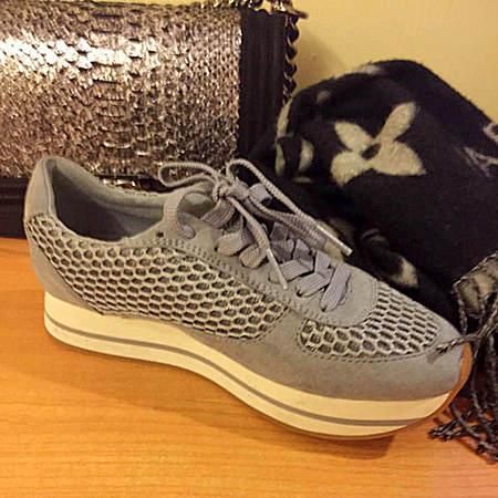 灰色透气百搭万用网鞋