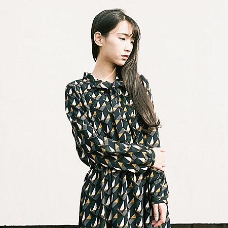 文艺复古款收腰连衣裙