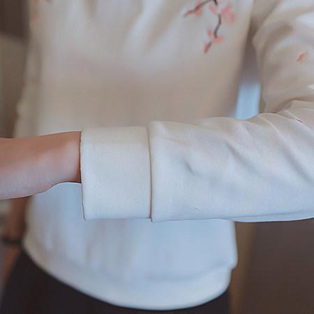 女装刺绣圆领长袖百搭休闲T恤卫衣