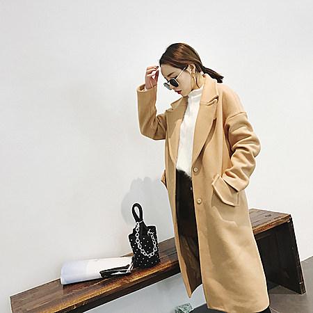 气质驼色外套