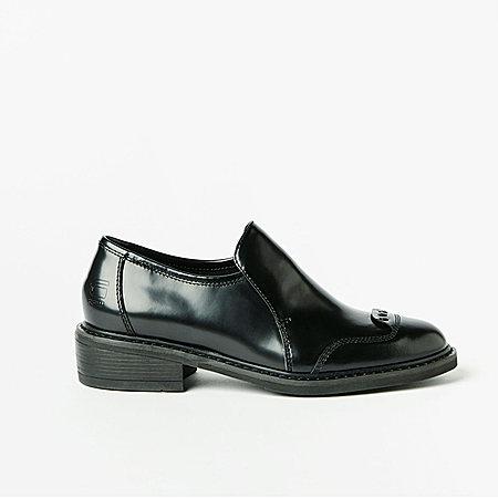 亮面纯色皮鞋