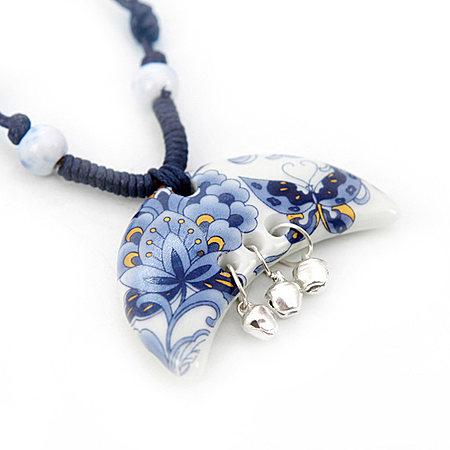 蝶迷古典陶瓷铃铛项链