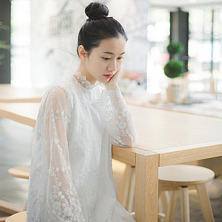 文艺复古网纱蕾丝连衣裙