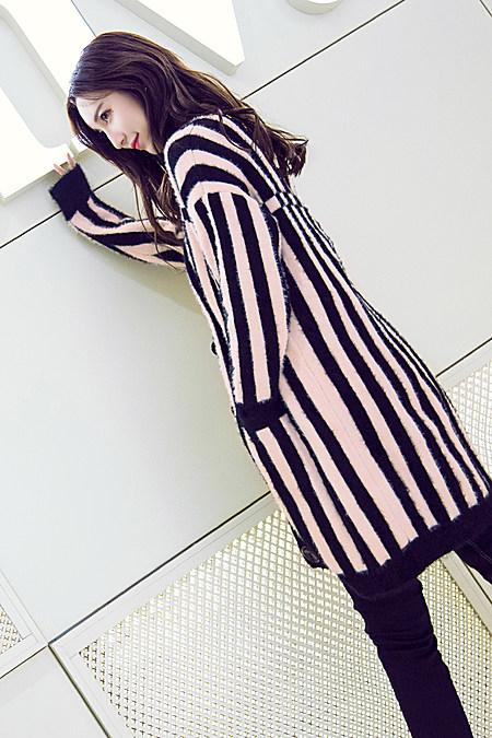 条纹休闲针织衫