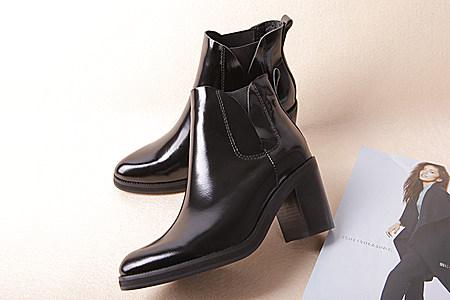 漆皮粗跟短靴