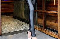 性感皮裤展现不一样的风情